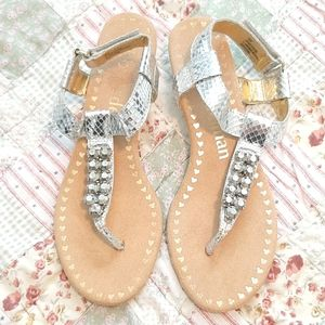 Libby Edelman silver small wedge dressy sandals